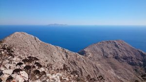 Cerdded yn Santorini yng Nhwlad Groeg. Two outstanding walks in the exceptional island of Santorini! (Welsh & English description)